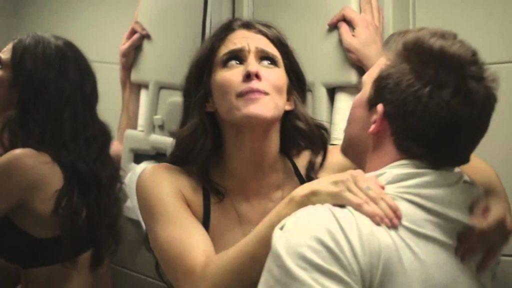 Amor in aer: stewardesele fac dragoste pe bani cu pasagerii.