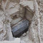 Un sarcofag negru urias a fost descoperit in Egipt
