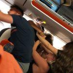 Bataie ca-n filme intr-un avion