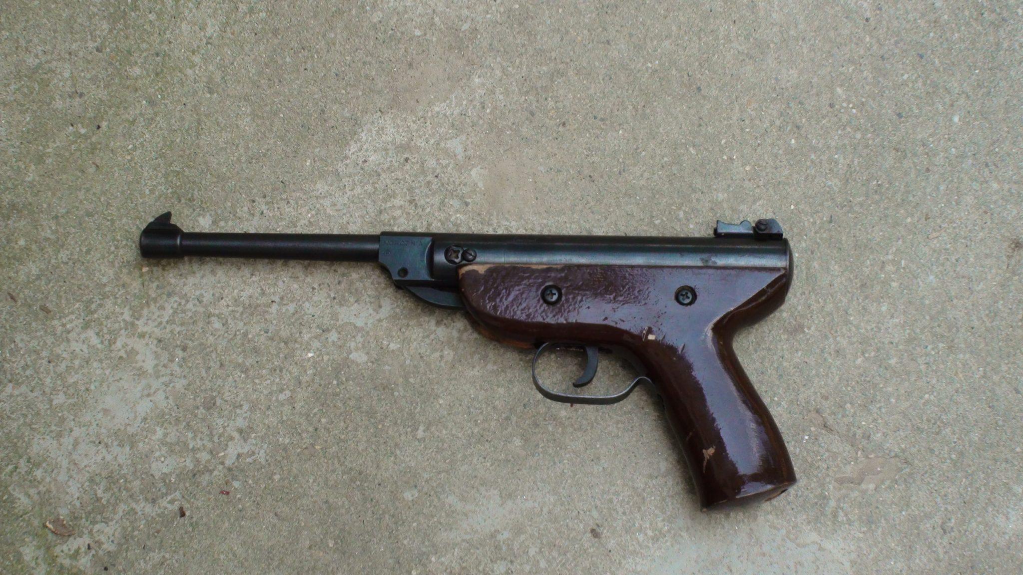 Caz halucinant in Timis. Un barbat s-a impuscat in cap cu un pistol vechi de aproape 80 de ani