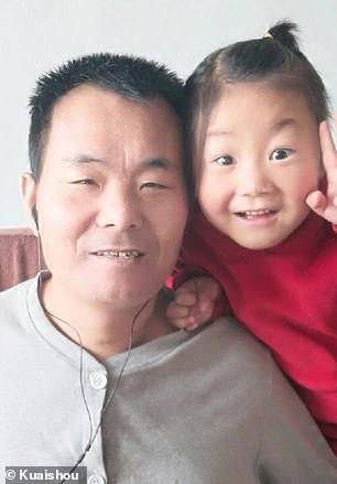 Fetita de 6 ani are grija de tatal ei paralizat (2)
