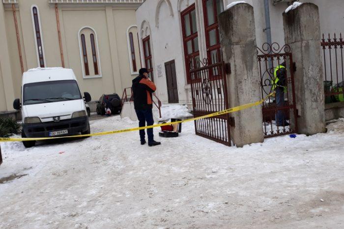 Caz SOCANT in Galati! Mort gasit gol si atarnat de gardul bisericii