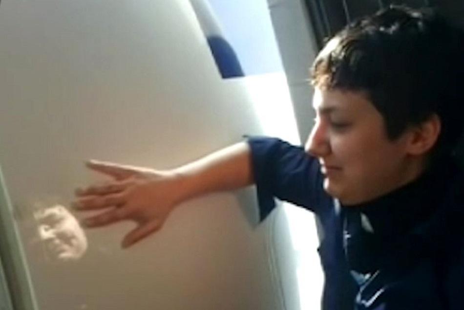 Femeia care s-a indragostit de un avion si planuieste sa se marite (4)
