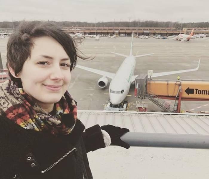 Femeia care s-a indragostit de un avion si planuieste sa se marite (6)