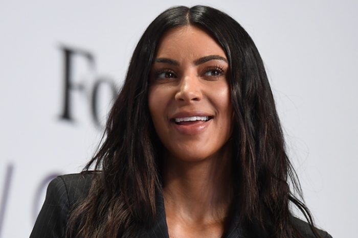 Kim Kardashian, aparitie de INFARCT! Si-a lasat sanii la vedere VIDEO