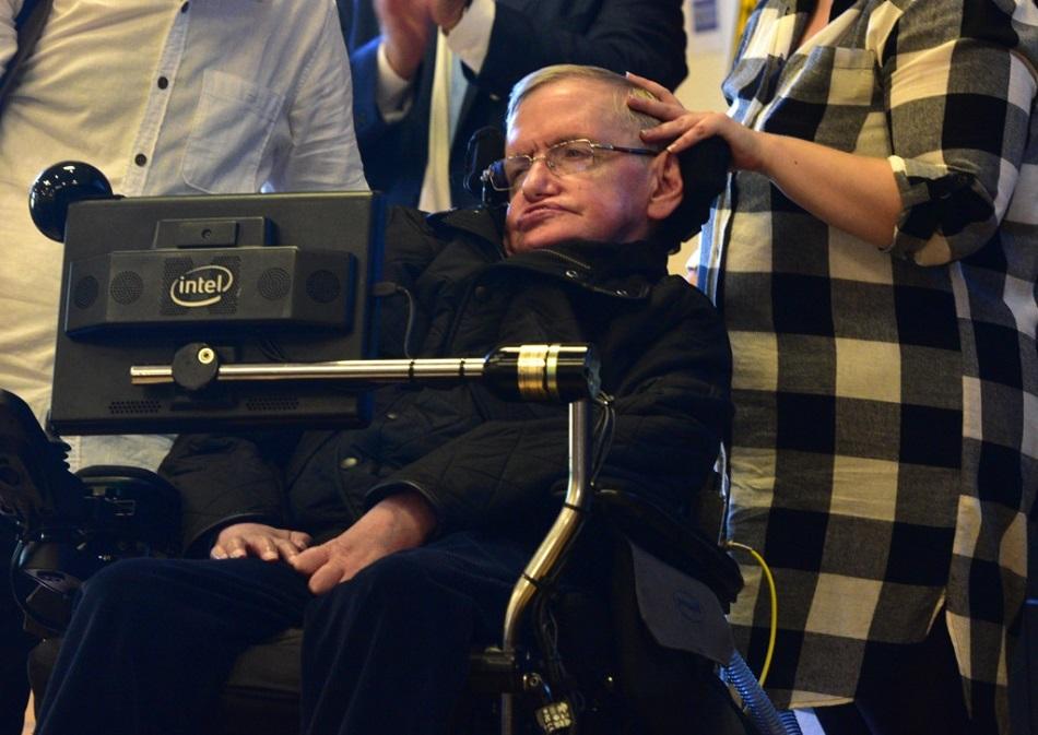 Asistenta care l-a ingrijit pe Stephen Hawking ar putea ajunge la inchisoare (5)