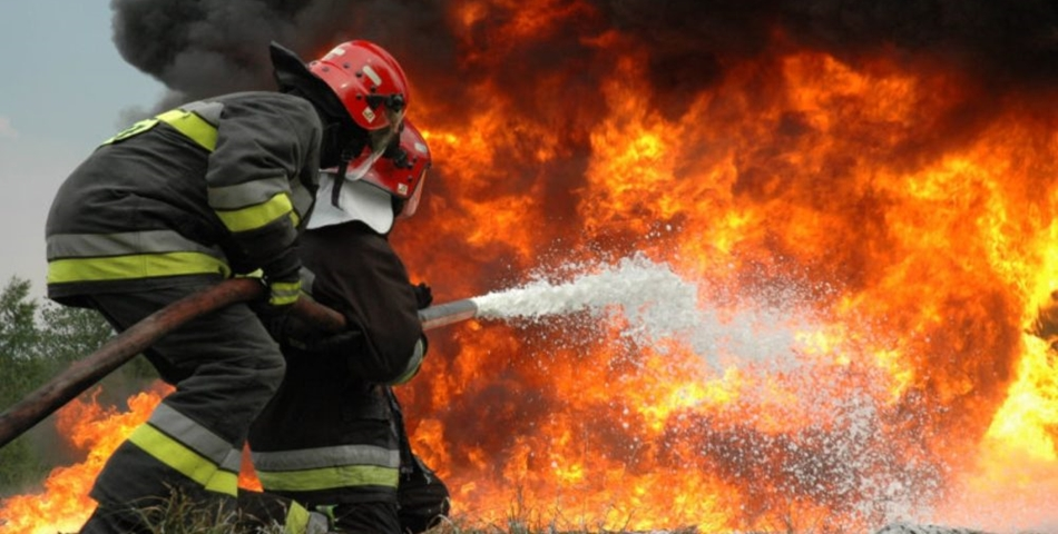 Clipe de groaza in Bucuresti. O masina a luat foc