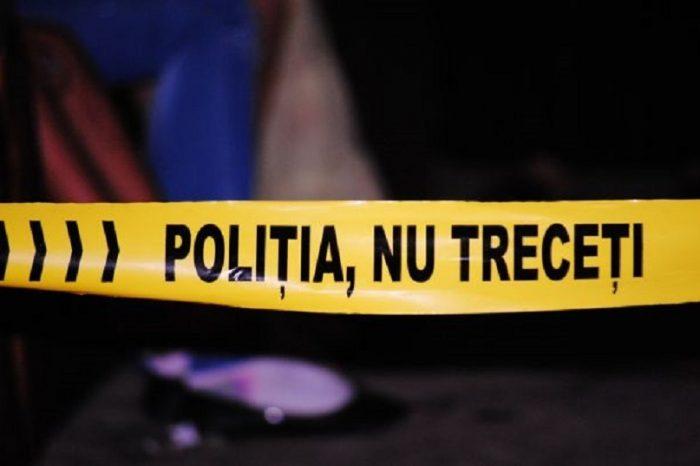 O fetita a fost injunghiata in gat dupa ce a fost atacata de 15 adolescenti