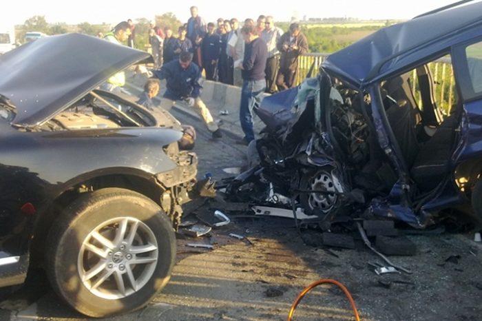 Accident teribil pe Autostrada A1, soldat cu 10 victime. Se intervine cu autospeciale pentru salvarea lor