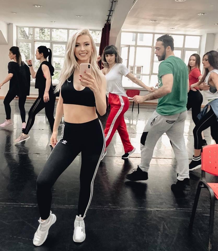 Andreea Balan a revenit in sala de repetitii (4)