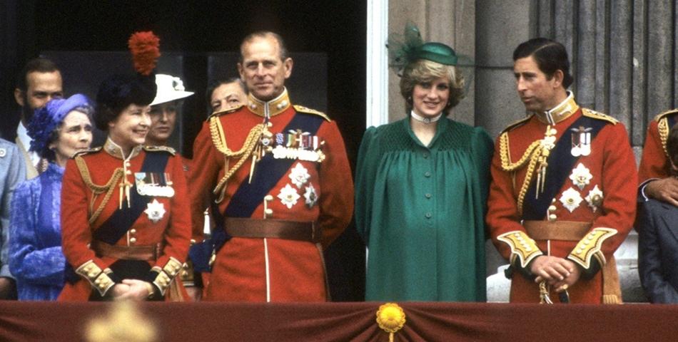 Printesa Diana s-a aruncat pe scari, fiind insarcinata
