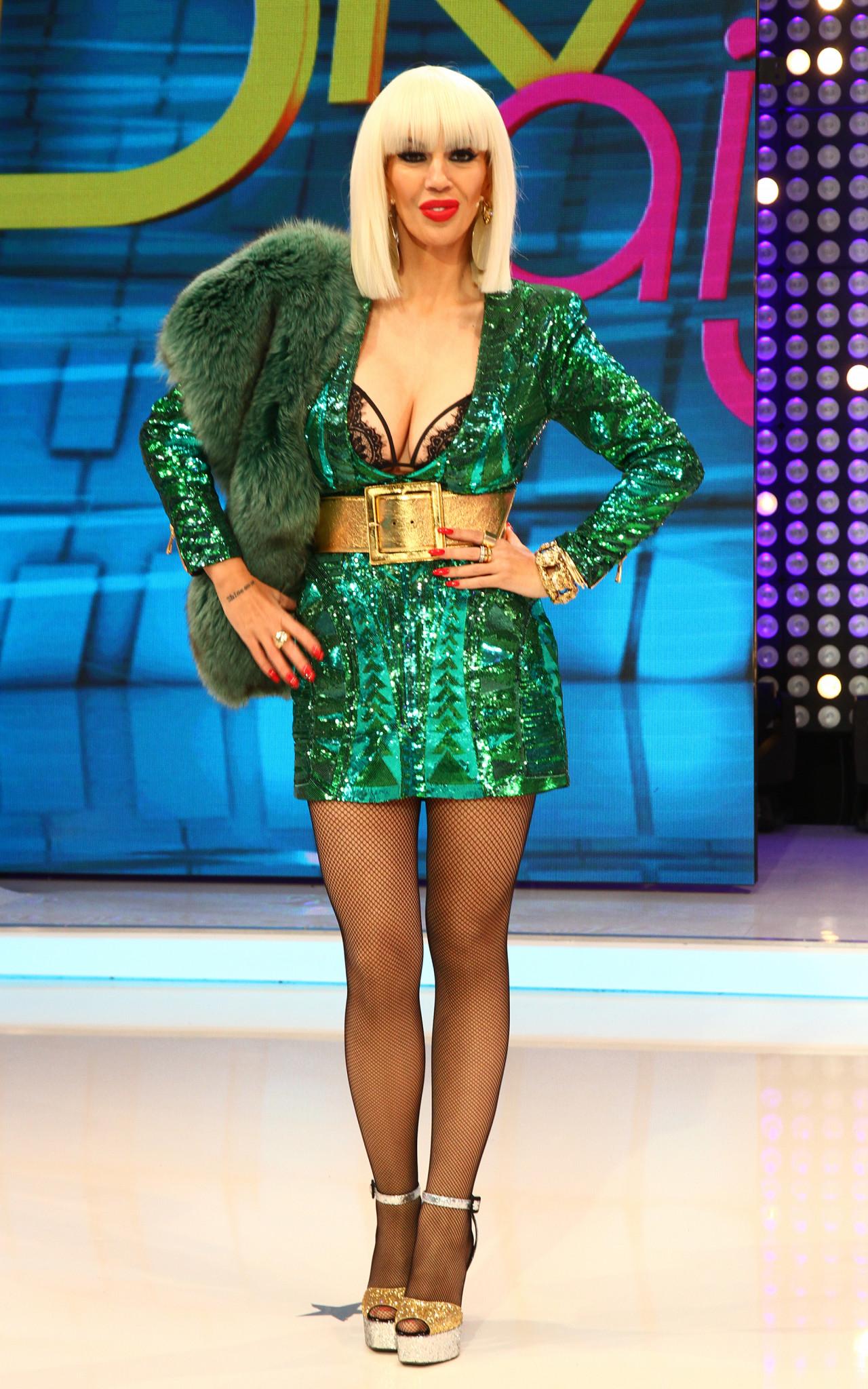 Raluca Badulescu, credit la banca si infometare pentru cateva haine