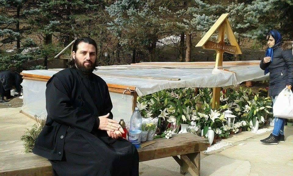 Sotia preotului Vladimir Florea s-a spanzurat in Joia Mare (4)