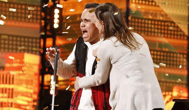 Tipul asta e orb si autist, dar e genial atunci cand canta! Numarul lui miraculos cu care a castigat Golden Buzz-ul la America's Got Talent! Toata lumea a plans! VIDEO