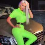 Bianca Dragusanu in tinuta verde neon