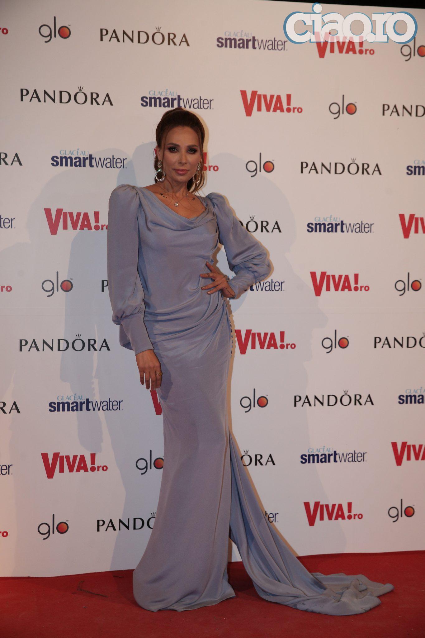 Iulia Vantur, superba la Viva Party! A stralucit intr-o rochie semnata Cristina Savulescu. Ce spune despre nunta cu Salman Khan