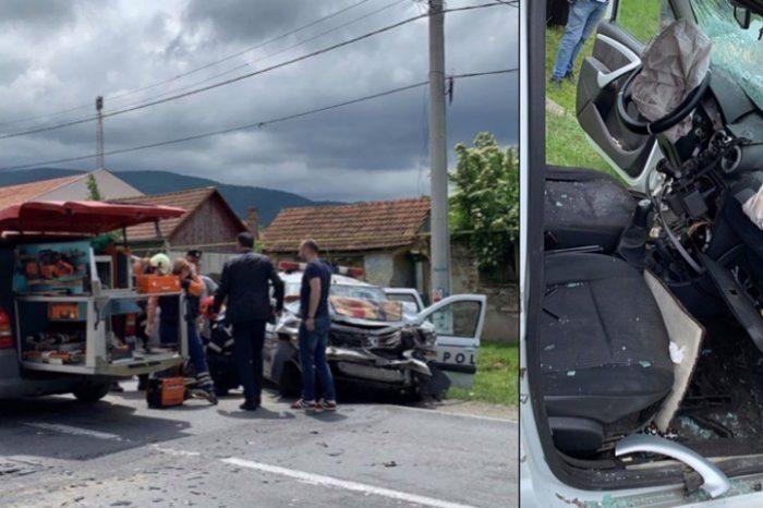 O masina de politie, implicata intr-un accident grav. Doi politisti au fost dusi de urgenta la spital