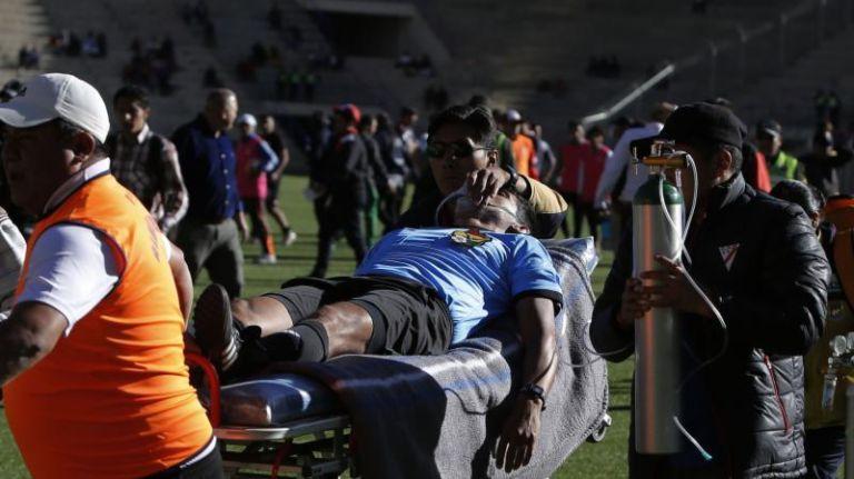 Un arbitru a murit pe teren in timpul unui meci de fotbal