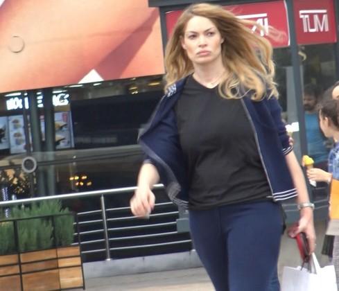 Valentina Pelinel, sexy la doua luni de la nasterea gemenelor! Aproape a dat jos burta de gravida