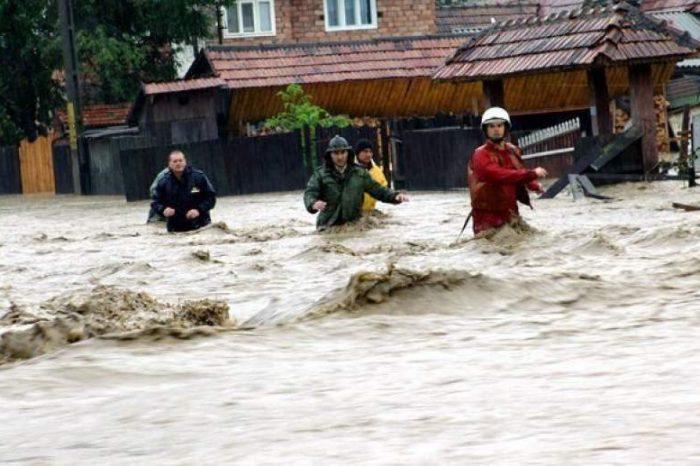 Cod portocaliu de inundații pe mai multe râuri. ANM avertizează iar