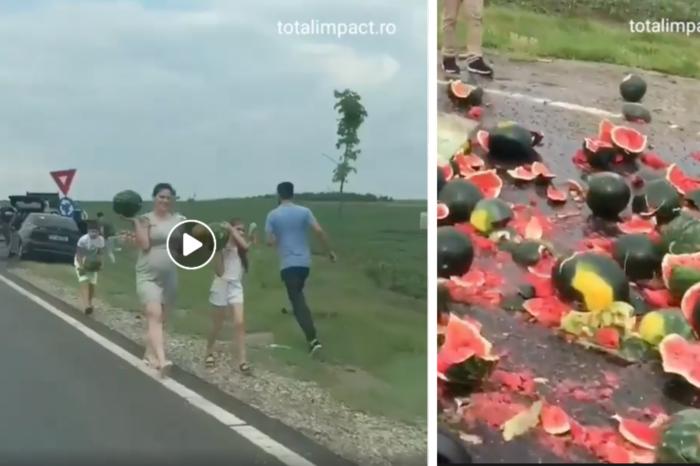 Asta-i Romania! Zeci de oameni au sarit din masini sa ia pepenii cazuti dintr-un camion, la iesire din Alexandria! Lumea fugea printre masini oprite VIDEO