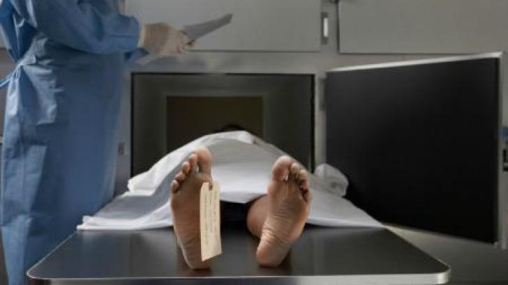 Cadavru la morga