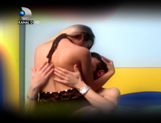 Sex la Puterea Dragostei! Doi concurenti au fost prinsi ca o faceau in fiecare seara VIDEO