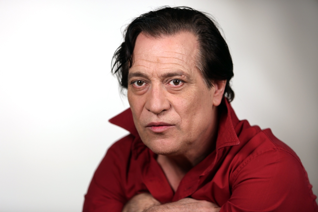 Actorul Marius Bodochi si-a inselat partenera de viata.