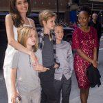 Angelina Jolie renunta la copii