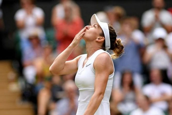 Simona Halep a învins-o pe Serena Williams la Wimbledon și a câștigat primul trofeu de la Wimbledon