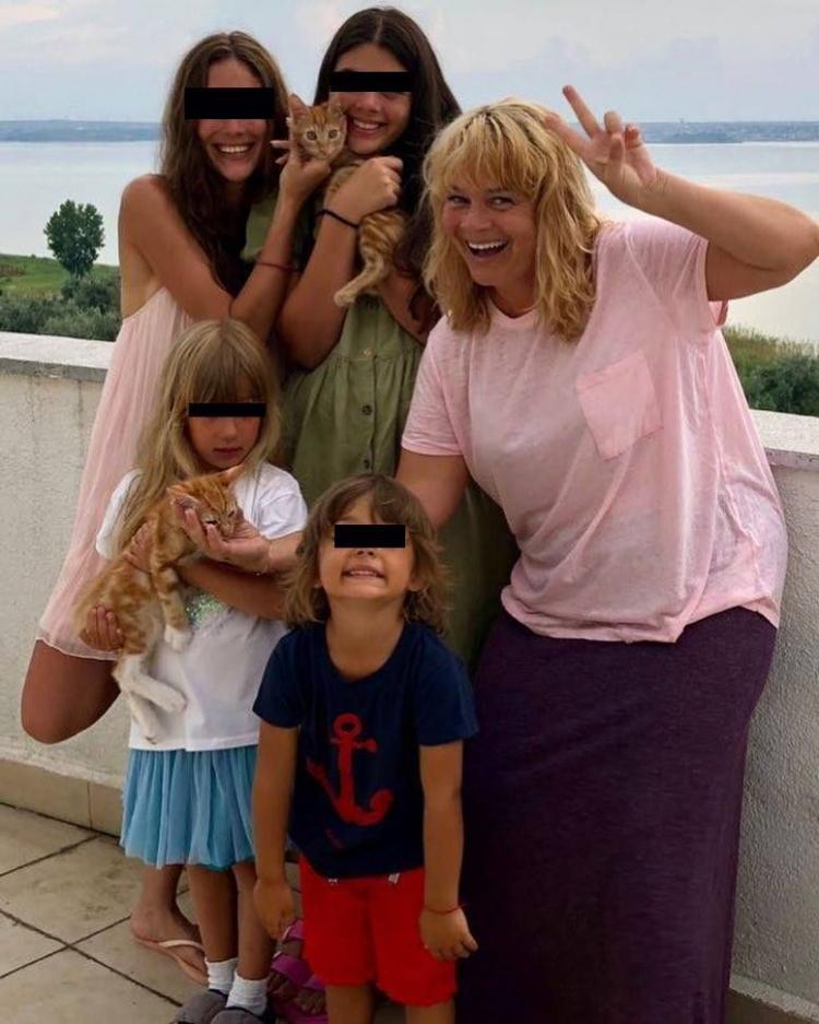 Sotia lui Horia Brenciu a aparut in costum de baie (1)