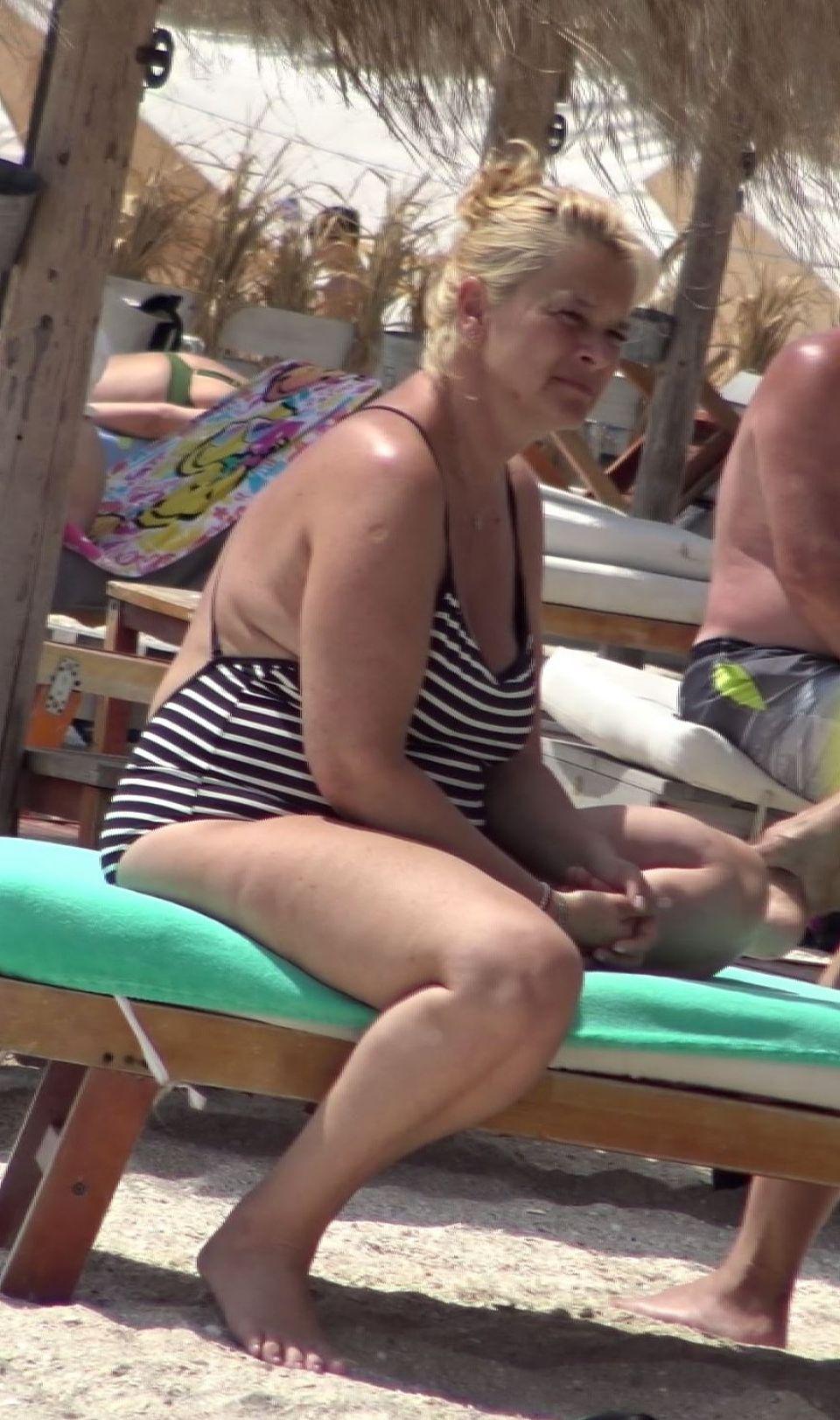 Sotia lui Horia Brenciu a aparut in costum de baie (2)