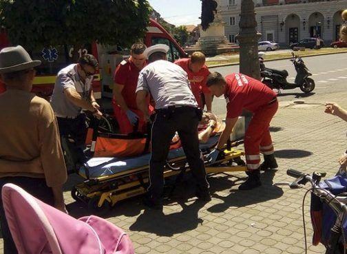 O femeie a murit după ce a fost lovită de o mașină și aruncată în alta