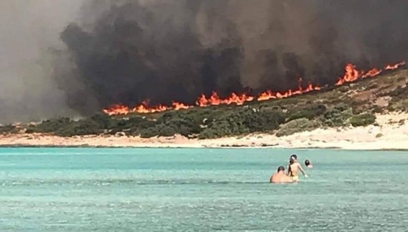 Aproximativ o mie de turisti au fost evacuati din insula Samos (1)