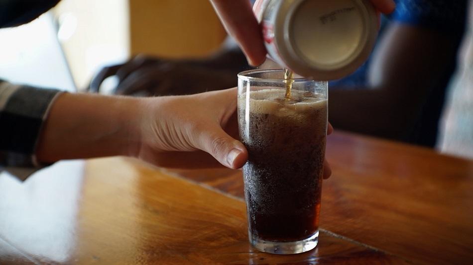 Ce se intampla cand amesteci bicarbonat de sodiu cu Cola (2)
