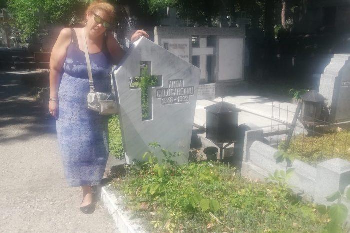 Ioana Tufaru, în lacrimi la mormântul mamei! Fiica Andei Călugăreanu a dat de pomană în cimitir – Video Exclusiv!