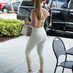 Jennifer Lopez si-a etalat celebrul posterior