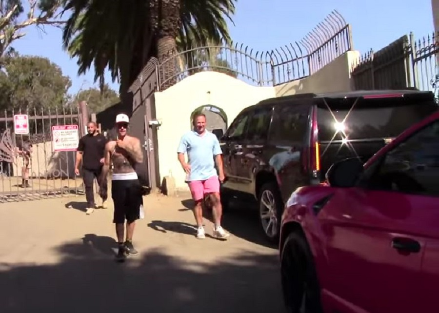 Justin Bieber si-a luat Lamborghini roz (5)
