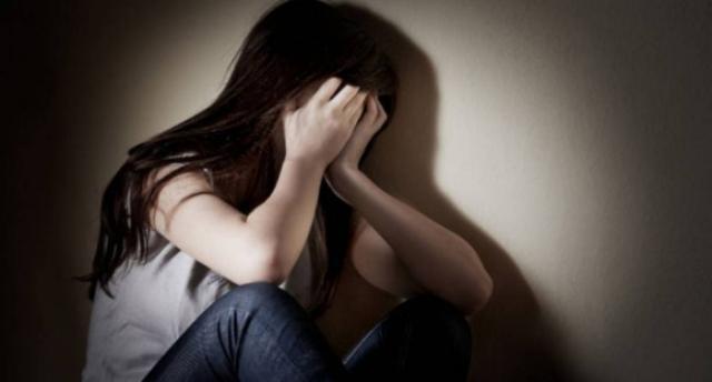 O fată de 14 ani i-a spus mamei că e răpită și a plecat la iubitul din București