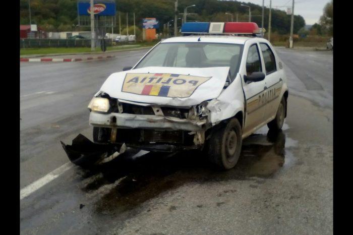 O mașină de poliție, implicată într-un accident în Ploiești. Un copil a ajuns la spital