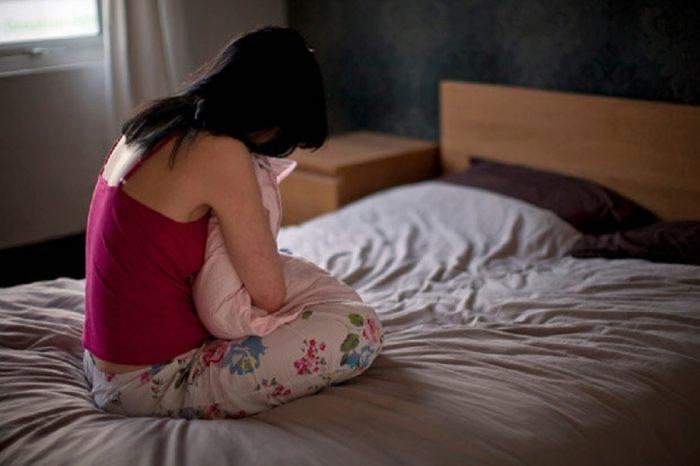 Copilă de 14 ani, violată timp de 3 ani de iubitul mamei ei. Fata a fost violată și de un alt tânăr
