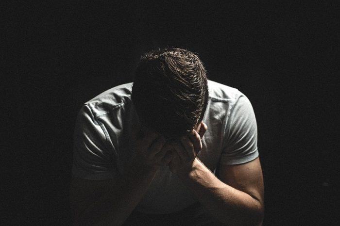 Un tanar a fost abuzat sexual de doua femei, in fata iubitei sale. Este de necrezut prin ce a trecut acesta