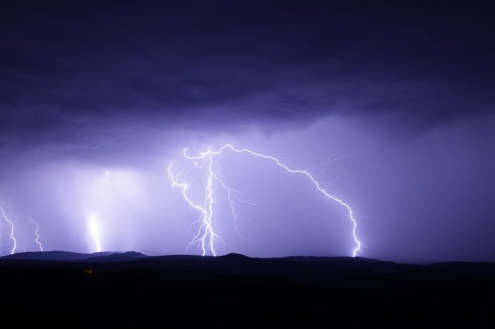 Meteorologii trag un semnal de alarma! Cod galben de vijelii si grindina. Harta zonelor vizate