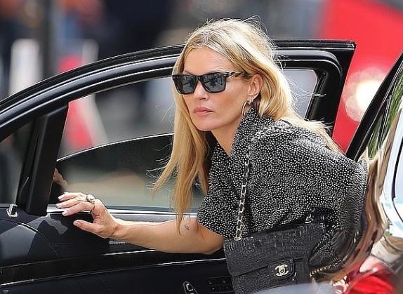 Cum arata fata lui Kate Moss la 16 ani! Este copia fidela a mamei sale