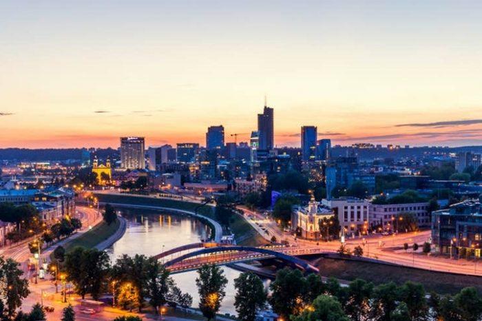 """Cele mai ieftine destinaţii europene pentru un """"city break"""", de la Vilnius la Praga şi Bucureşti"""