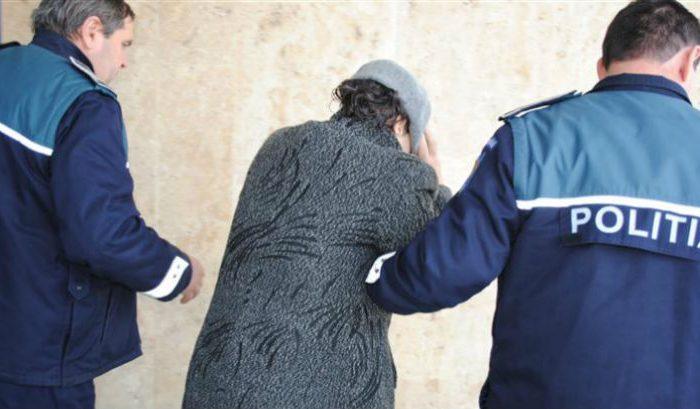 Învățătoare din Satu Mare, reținută după ce a atacat doi elevi cu spray lacrimogen
