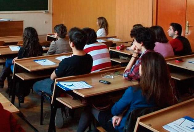 """O profesoara din Brasov, facuta de ras de o eleva in fata colegilor: """"Hai la cimitir, hai la cimitir"""" VIDEO"""