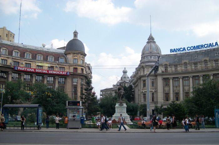 Statuile din Piața Universității din București, într-un decor diferit, începând de azi