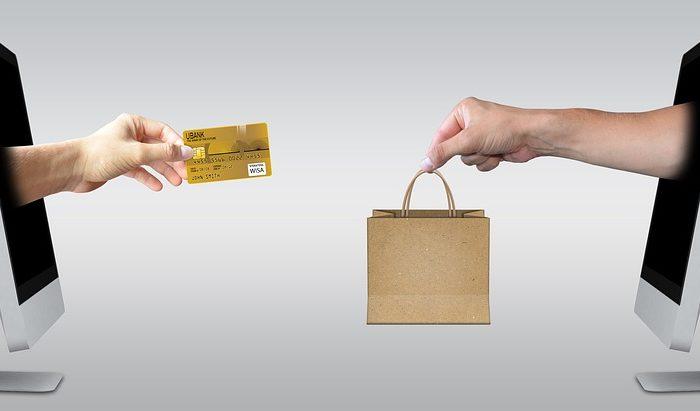 De azi s-au schimbat regulile la plata cu cardul. Ce trebuie să știi dacă faci cumpărături online sau efectuezi plăți contactless