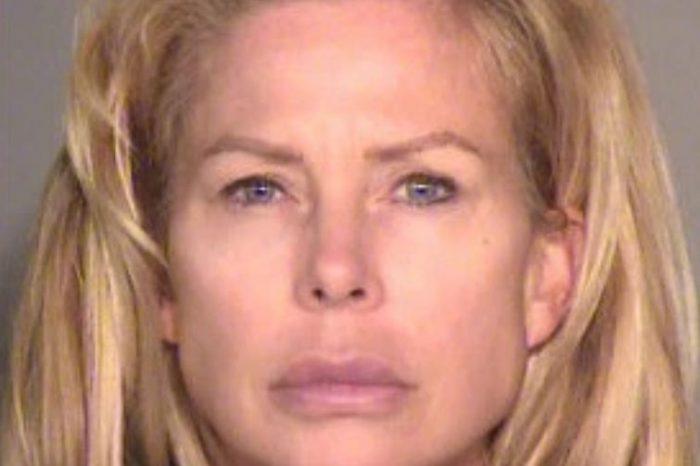O mama de 47 de ani se distra cu prietenii fiului ei, oferindu-le droguri si partide neuitate de amor